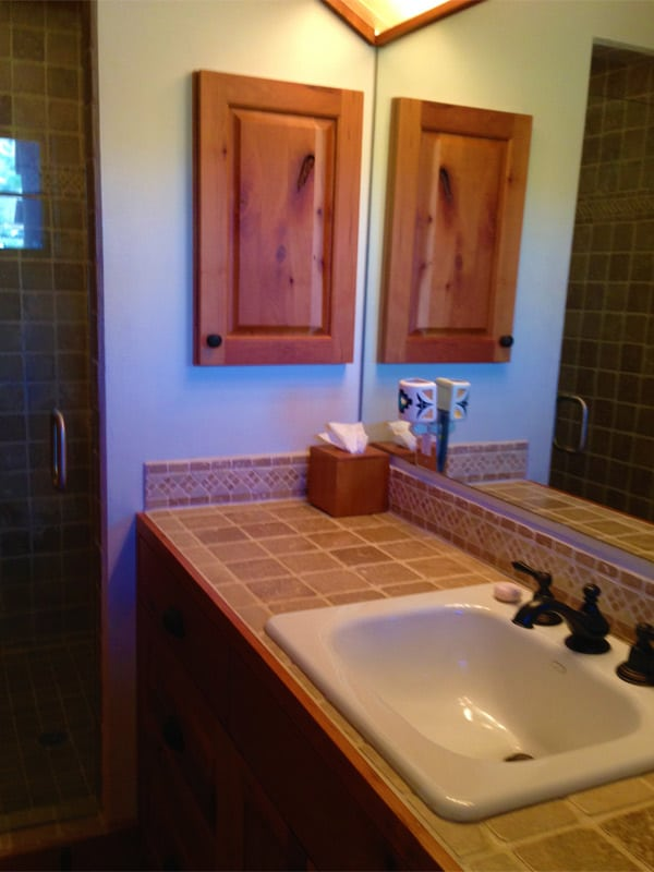 Las Palomas home for sale - bathroom
